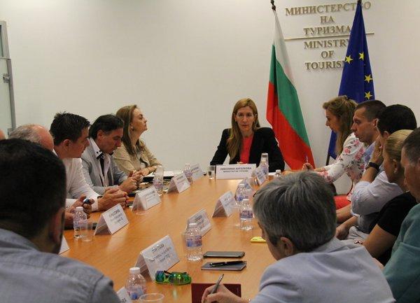 Николина Ангелкова се срещна с ръководството на Националния борд по туризъм