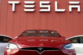 Акциите на Tesla (TSLA) бяха по-ниски в понеделник, прекъсвайки най-дългата си печеливша серия