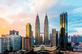 Бизнесът в Малайзия се възстановява бавно месец след края на ограниченията