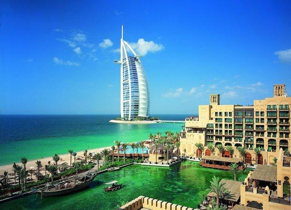Дубай може отново да приема туристи през юли