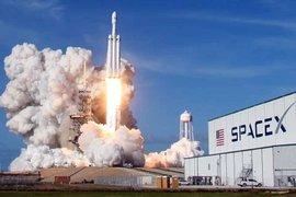 Полетът на SpaceX бе отложен поради лошо време