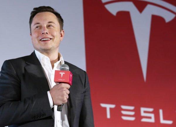 """Илон Мъск обяви, че срещата на акционерите на Tesla и """"Денят на батерията"""" са предварително определени за 15 септември"""