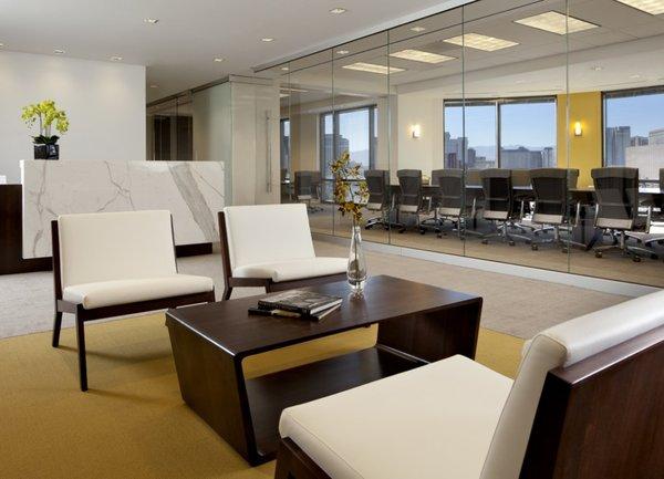 От складовете до офис площите - пазарите на недвижими имоти се обърнаха с главата надолу