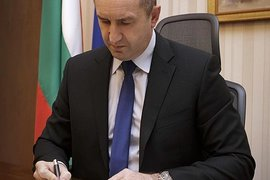 Президентът наложи вето върху договорите за изтребителите F-16