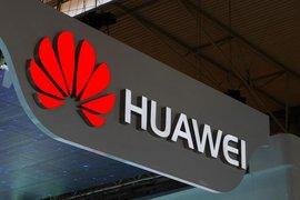 """Британските мобилни оператори предупреждават, че премахването на Huawei ще доведе до """"затъмнения"""" и ще струва милиарди"""