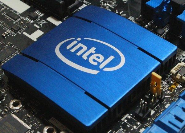Intel потвърдиха, че са били принудени да намаляват цените на своите сървърни процесори заради AMD