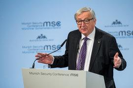 """ЕК: Планът """"Юнкер"""" носи почти 400 млрд. евро инвестиции"""