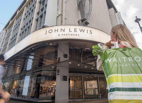 Джон Луис вероятно ще затвори някои от своите магазини за постоянно