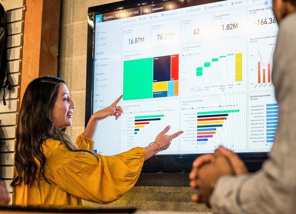 Бизнесът трябва да заложи на уменията на екипа си, освен на въвеждането на изкуствения интелект, за да извлече максимална полза от него, сочи проучване