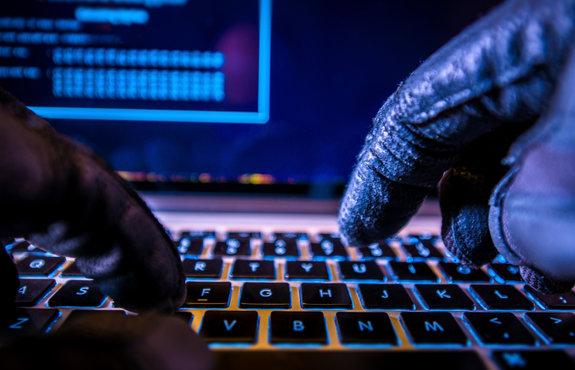Facebook блокира група хакери от Китай