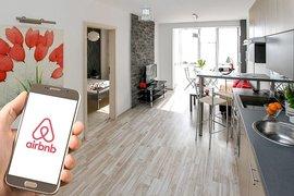 Airbnb е изправен пред призиви за по-стриктно прилагане на правилата за краткосрочен наем в Ирландия