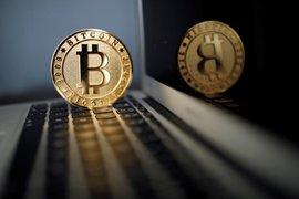 Седмицата започна с лек спад на стойността на криптовалутите