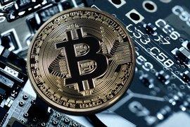 Bitcoin достигна стойност от 9 700 долара