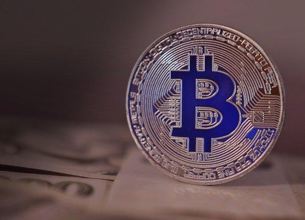 Twitter и General Motors с поглед към инвестиция в Bitcoin