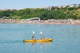Повече от половината българи, които ще почиват лятото, остават у нас