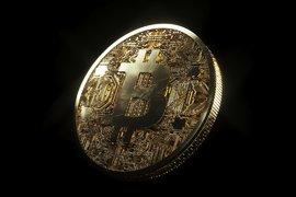 Цената на Bitcoin падна под 7000 долара