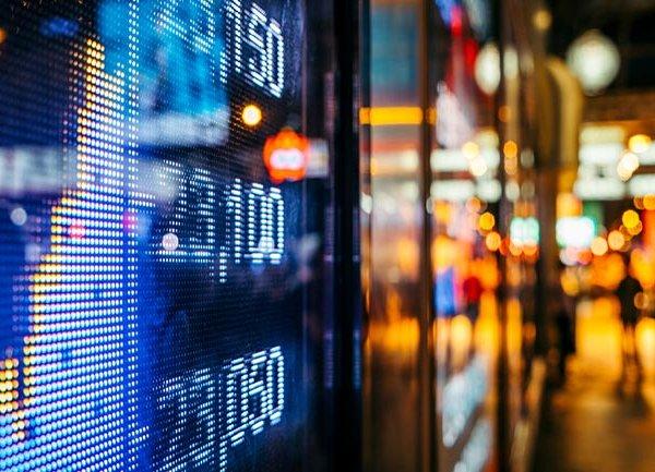 Фондовите фючърси останаха почти непроменени в понеделник вечерта