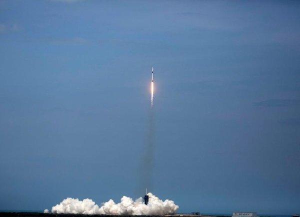 Историческо събитие: частната ракета SpaceX потегли с двама астронавти към Международната космическа станция
