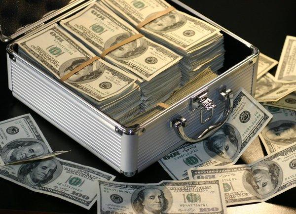 Трима мъже от Калифорния бяха обвинени в световна схема за измами за над 10 милиона долара
