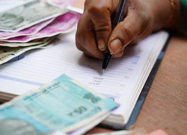 Българските граждани са по-дисциплинирани при плащанията, в сравнение с бизнеса