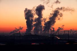 Глобалната производственаактивност се забавя през август, под бремето на търговската война