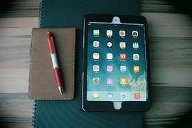 Apple пуска евтин iPad и иновативно приложение