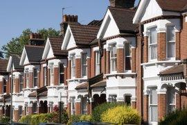 За първи път от 6 години насам цените на британските имоти се понижават