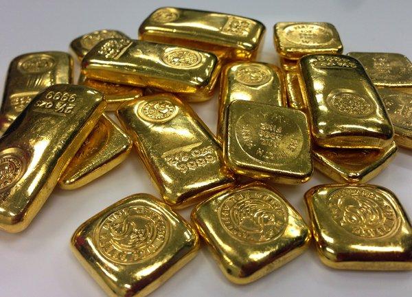 Фючърсите на американските индекси с понижение, инвеститорите се пренасочват към облигации и злато