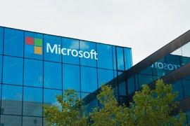 Microsoft купува LinkedIn