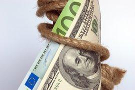 Светът се дави в дългове