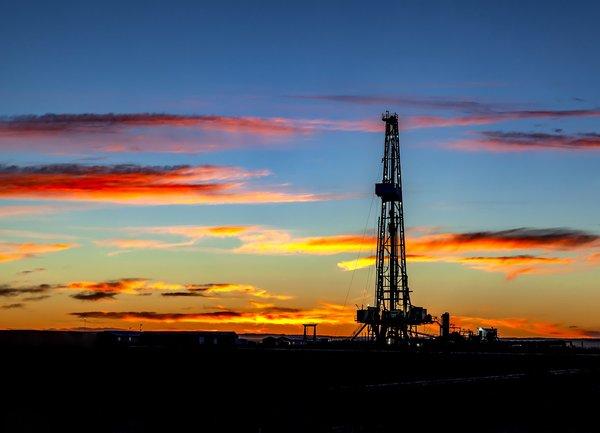 Цената на петрола се повиши след атаките на Иран