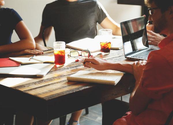 Кои изрази не трябва да използваме на работното място?