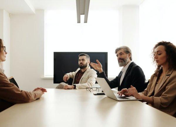 Как компаниите ще убедят служителите си да се върнат обратно в офиса?