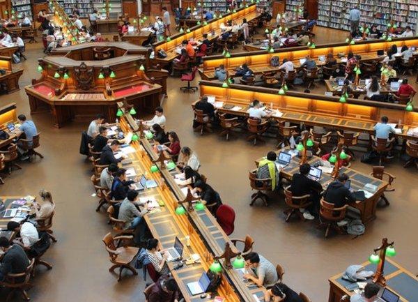 Хибридното обучение в университета NUS продължава
