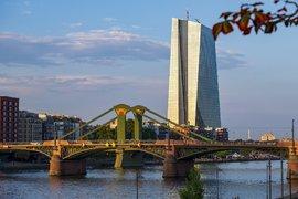 ЕЦБ намалява основната лихва, рестартира и покупките на облигации