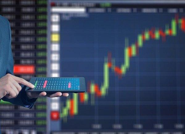 Фючърсите на акции увеличиха печалбaтa си по време на късната търговия, Nasdaq удари рекордно високо ниво