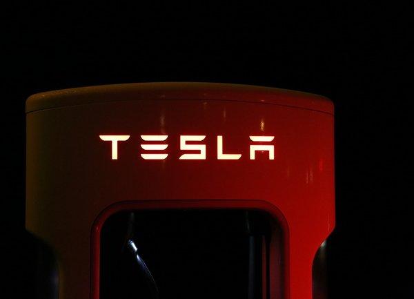Tesla понижи цената ма Model 3, произвеждан в Китай