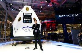 Илън Мъск праща туристи на пътешествие отвъд Луната