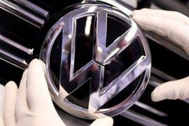 Volkswagen връща германските работници на пълно работно време от сряда