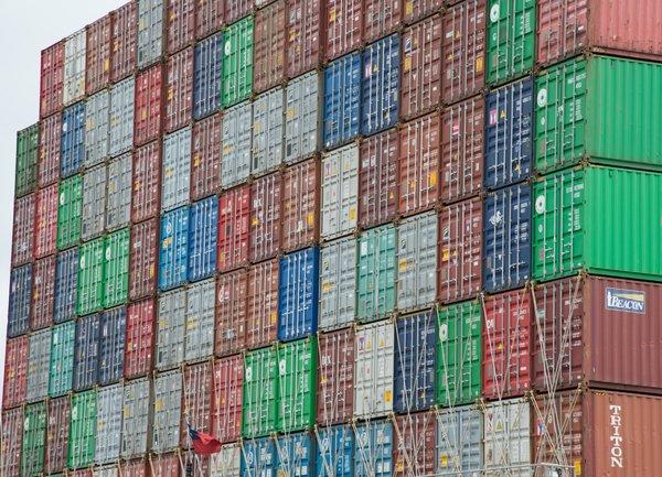 Износът и вносът на Китай спадат през юни, с утежняването на последствията от търговската война
